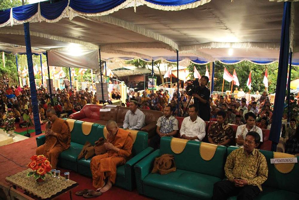 20161203-umat-buddha-semarang-resmikan-vihara-baru-sekaligus-sangha-dana-10