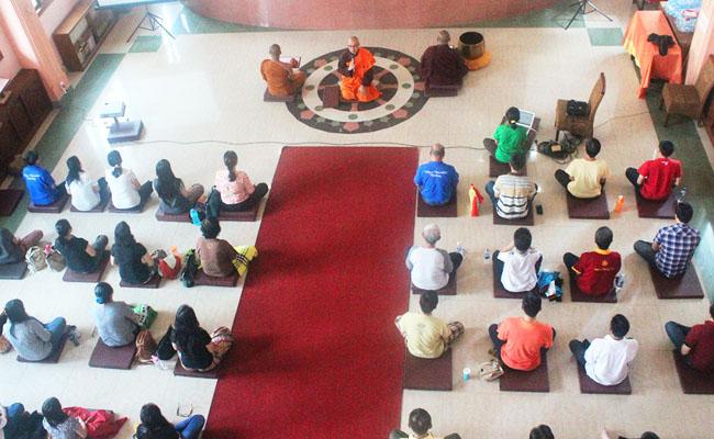 Umat Buddha Palembang Isi Liburan dengan Belajar Meditasi Terapan