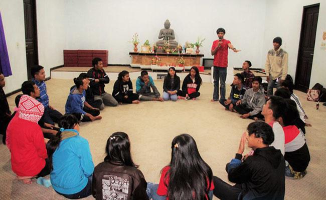 'Sistem Pendidikan yang Kacau Bikin Pemuda Buddhis Pedesaan Minder'