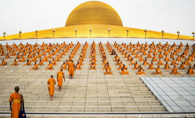 Polisi dan Tentara Thailand Kepung Vihara Dhammakaya Terkait Dugaan Pencucian Uang