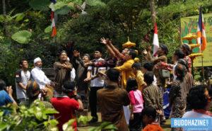Upacara Tribuana Manggala Bhakti, Nyuwun Tirtha Suci Waisak