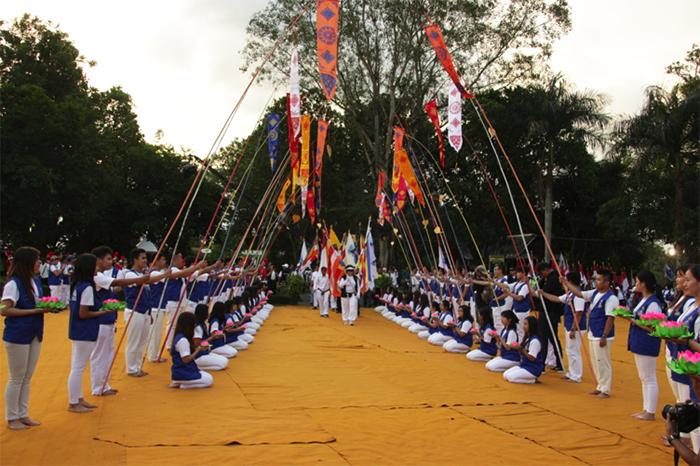 20170511 Ribuan Umat Buddha Ikuti Perayaan Waisak di Candi Borobudur Hingga Pagi 2