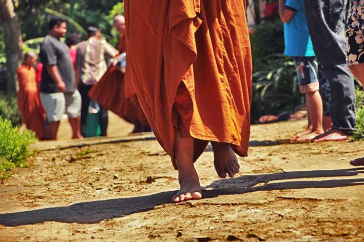 20170519 Para Bhikkhu Pindapata Keliling Desa Sebelum Perayaan Waisak 4