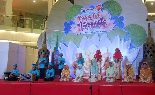 "Ayo Lihat ""Vesak Goes to Mall"" di Emporium Pluit!"