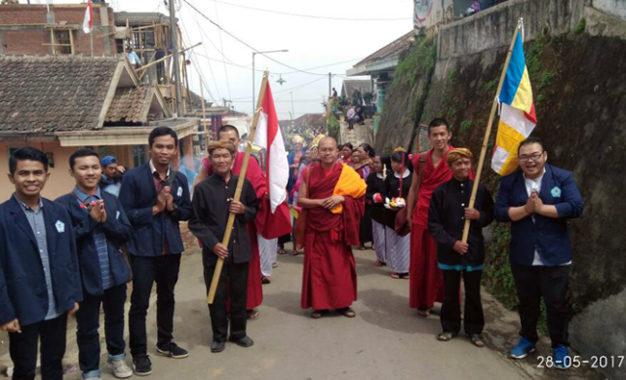 Merayakan Waisak 2561 BE/2017 Bersama Suku Tengger