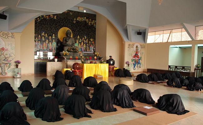 Melatih Delapan Sila, Mendalami Buddhadharma