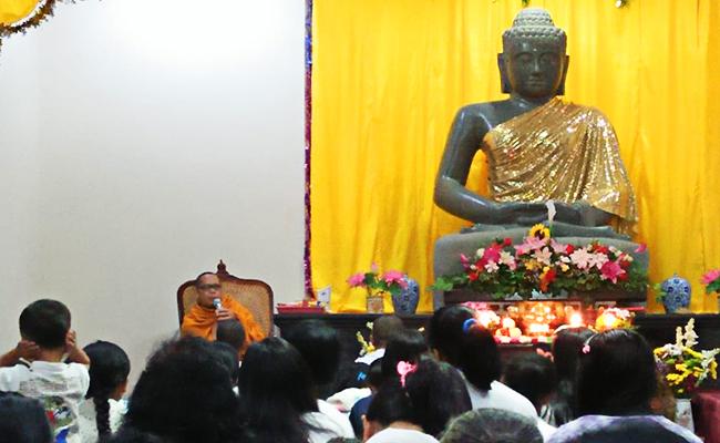 Dhamma Asadha di Vihara Dhammapala Deplongan Semarang