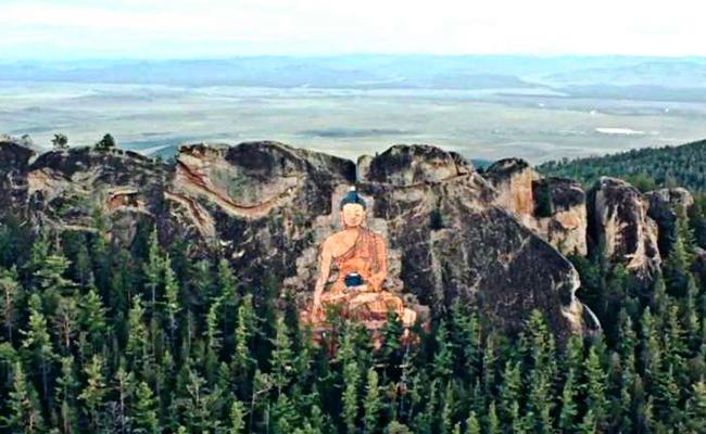 Gambar Buddha Terbesar di Rusia