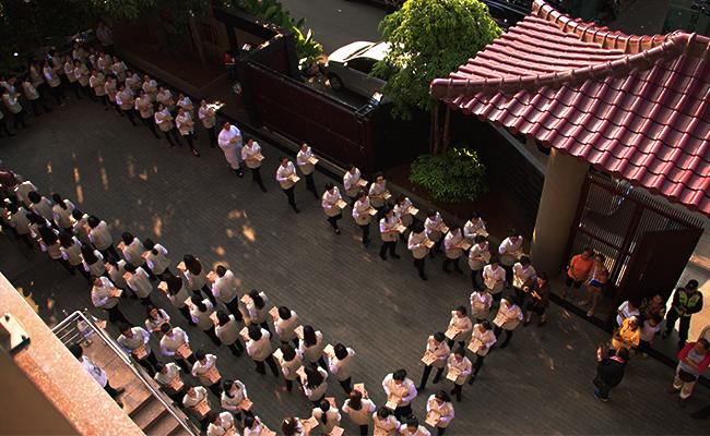 Prosesi Kitab Suci Mahapitaka di Wihara Kong Hua Sie