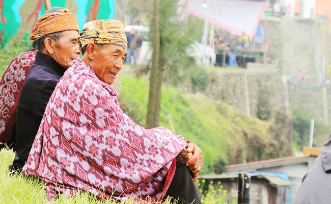 Melihat Lebih Dekat Persiapan Waisak Umat Buddha Suku Tengger
