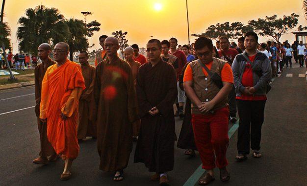 Songsong Perayaan Kathina Wihara Ekayana Serpong Ajak Meditasi Jalan Damai