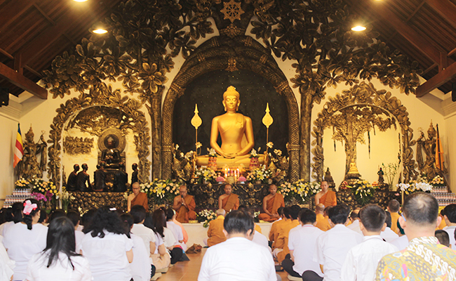 Melihat Perayaan Kathina Dana Umat Buddha Pulau Dewata
