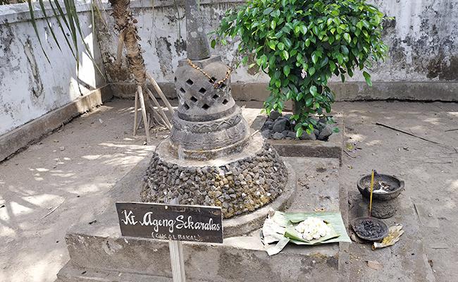 Uniknya Pusara Ki Ageng Sekar Alas yang Berbentuk Stupa