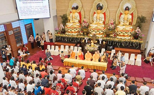 Ribuan Umat Secara Khusyuk Mengikuti Perayaan Kathina di Wihara Ekayana Serpong