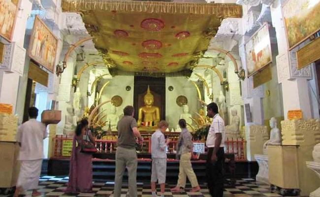 Di Vihara Ini Tersimpan Relik Gigi Buddha