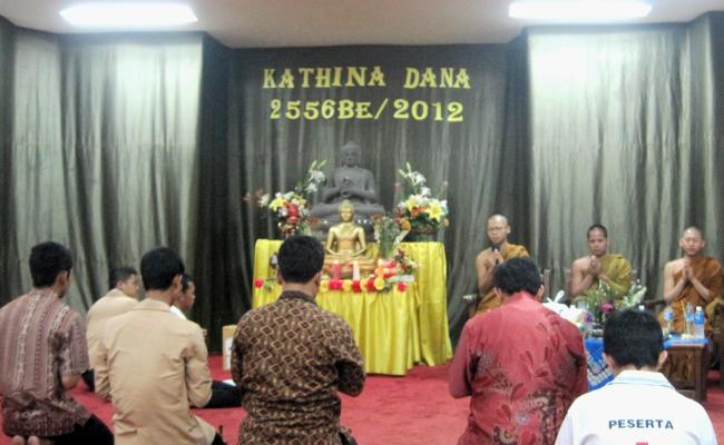 Kathina di STAB Nalanda: Berdana untuk Mengembangkan Buddha Dhamma