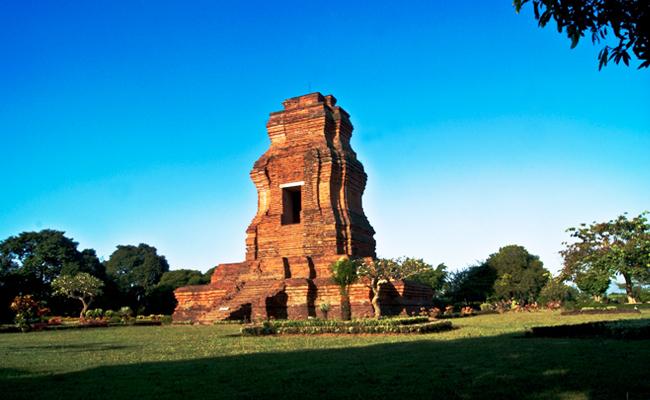 Situs Trowulan Majapahit (1): Candi Brahu