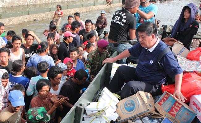 Melihat Kepedulian Buddhis Terhadap Banjir Jakarta