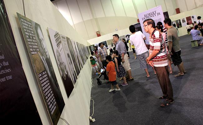 Warga Surabaya Padati Buddhist Festival 2013