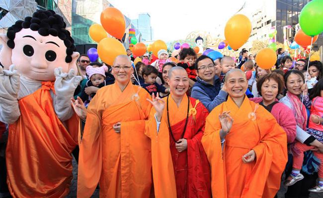 Melbourne Peringati Hari Buddha