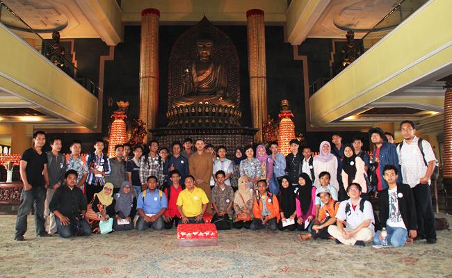 Merayakan Perbedaan (Agama), Merajut Perdamaian