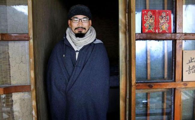 Seorang Jutawan Muda Tiongkok Tinggalkan Semua Hartanya Setelah Baca Buku Buddhisme