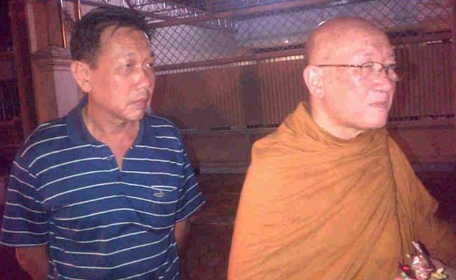 Keluarga 7 Korban Pesawat Air Asia Gelar Doa Secara Agama Buddha
