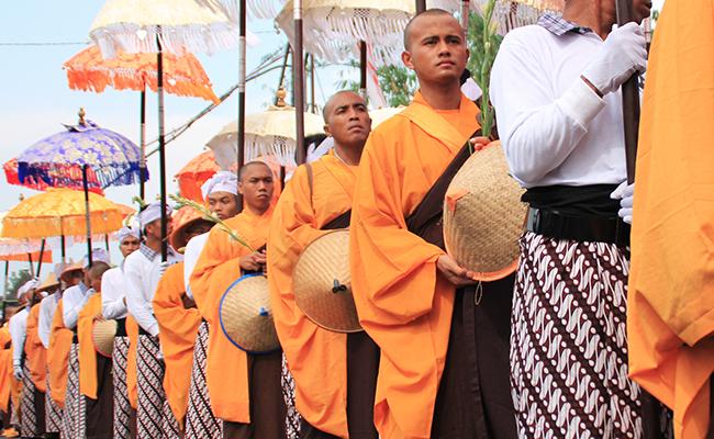 Doa Khusus untuk Pengungsi Rohingya pada Perayaan Waisak di Borobudur
