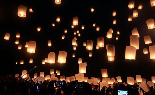 Detik-detik Waisak di Candi Borobudur Ditutup Pelepasan Lampion