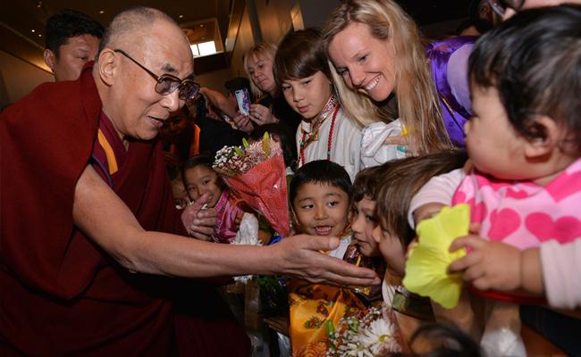 Dalai Lama Nilai Sistem Pendidikan Modern Terlalu Materialistik
