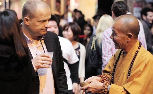 Fenomena Bhiksu Palsu Berkembang Menjadi Masalah Global