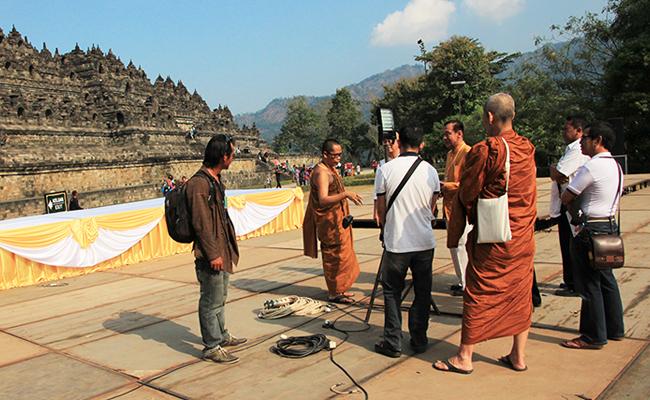 Melihat Persiapan Asadha Agung di Candi Borobudur