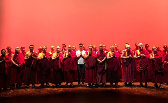 Ucapkan Terima Kasih, 30 Bhiksu Nepal Hadiri New York Fashion Week
