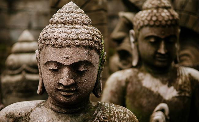 Buddha, Berhala, dan Bendera