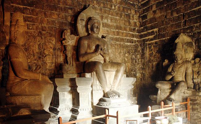 Makna Simbolik Singgasana Buddha di Candi Mendut
