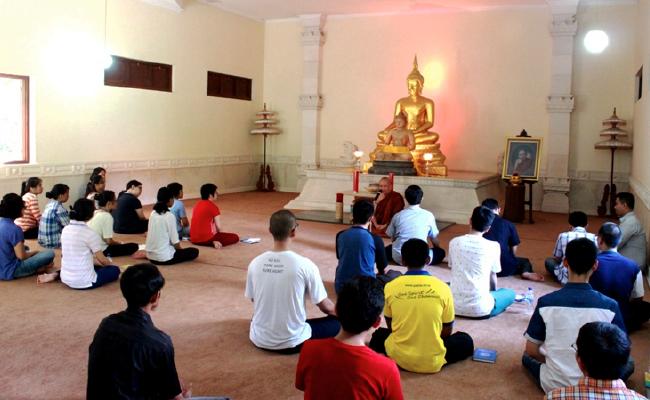 Bhikkhu Sri Pannyavaro Ajak Anak Muda Jalankan Atthasila untuk Memperkuat Inner Strong