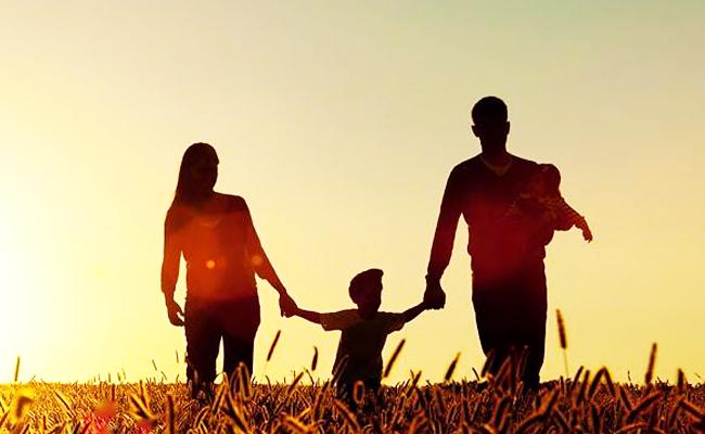 Mendekap Ayah dan Ibu di dalam Diri Kita