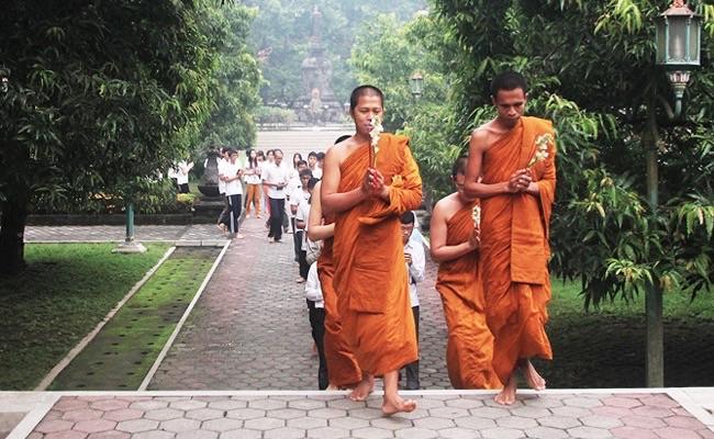 Selagi Muda Perbanyaklah Belajar dan Praktik Dhamma