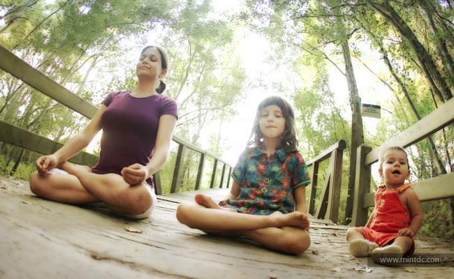 5 Alasan Mengapa Anda Harus Mengajarkan Meditasi pada Anak-anak