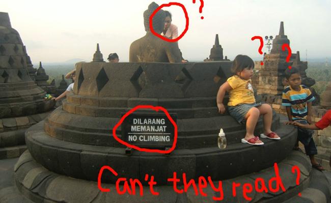 Stop Pegang dan Injak Stupa Candi Borobudur!