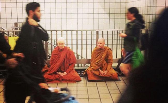 Sebuah Organisasi di New York Pilih Jalanan Sebagai Tempat Meditasi