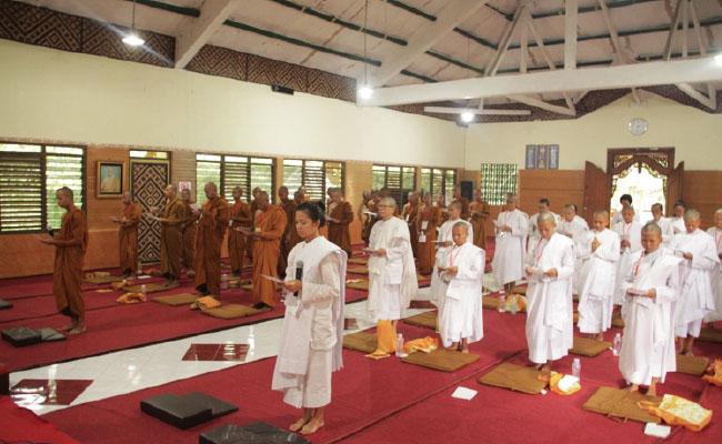 Belajar dan Praktik Ajaran Buddha Melalui Pabbajja Samanera dan Atthasilani
