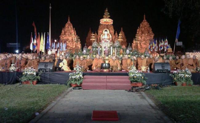 Waisak di Candi Sewu Dihadiri Ribuan Umat Buddha Jawa Tengah dan DIY