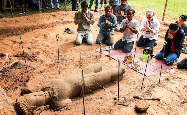 Arkeolog Temukan Patung Buddha Berusia 800 Tahun di Angkor Wat