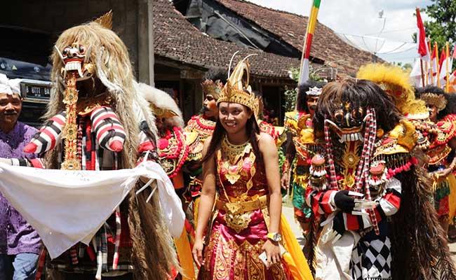 Semarak Ulang Tahun Ketiga Wanita Theravada Indonesia