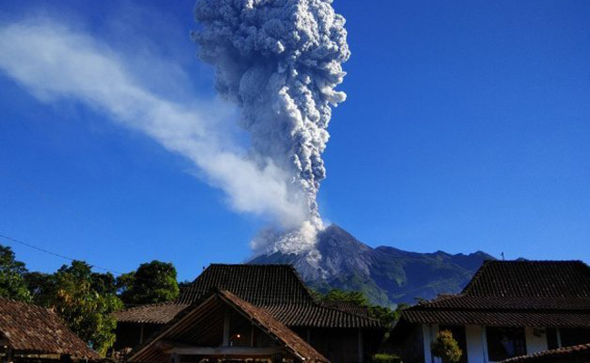 Perayaan Waisak di Candi Borobudur, Candi Sewu dan Candi Sojiwan Dibayangi Erupsi Merapi