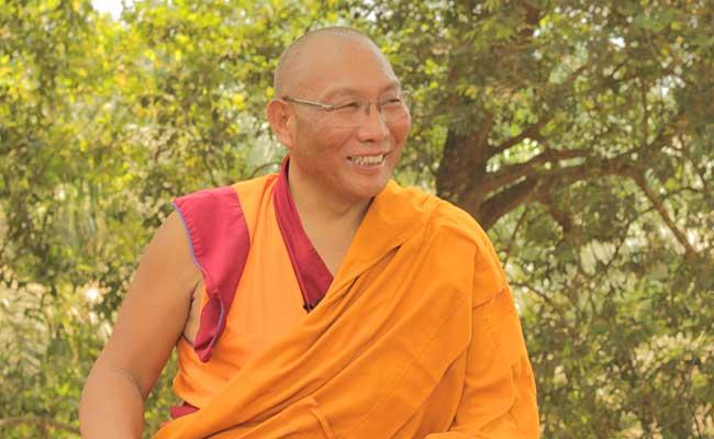 Ziarah Spiritual di Pulau Emas Bersama Dagri Rinpoche