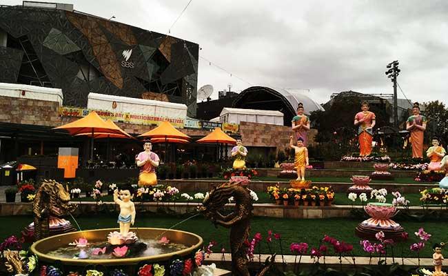 Merayakan Waisak di Federation Square, Australia