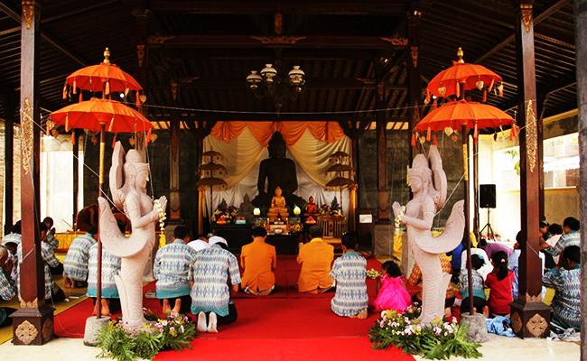 Merayakan Waisak di Vihara Berarsitektur Jawa