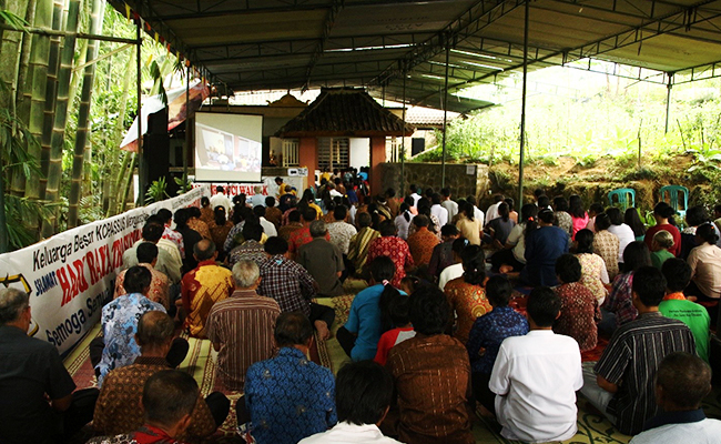 Perayaan Waisak Umat Buddha Lereng Gunung Sindoro